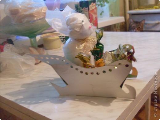 санки изготовлены на конкурс сока КРАСАВЧИК.(поделки из коробок от сока) фото 4