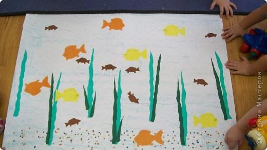 делали детки от 2 лет.  аквариум,ватман,работы детей  1 младшей группы фото 1