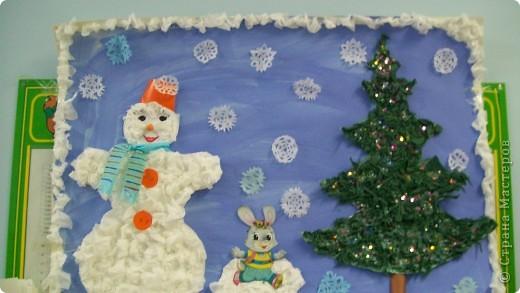 елку и снеговика , делали детки от 2,5 лет. сами катали веточки для елки, мяли салфетки для снеговика,я оформила голову и снежинки фото 1