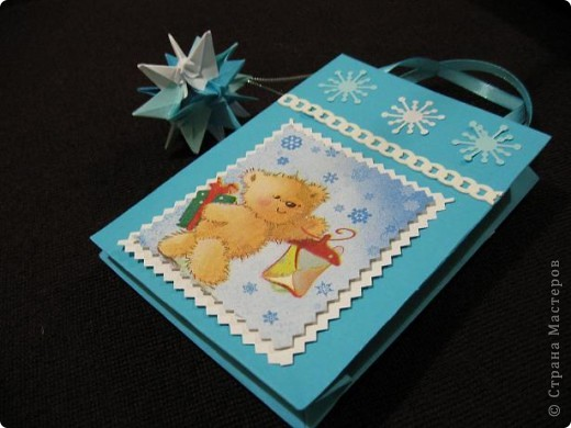 Вот такие, два в одном (пакетик для подарка + открытка) с брелочком в виде кусудамы у меня получились. Пакетики сделаны по МК  Merianna   http://stranamasterov.ru/node/100271 фото 8