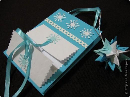 Вот такие, два в одном (пакетик для подарка + открытка) с брелочком в виде кусудамы у меня получились. Пакетики сделаны по МК  Merianna   http://stranamasterov.ru/node/100271 фото 10
