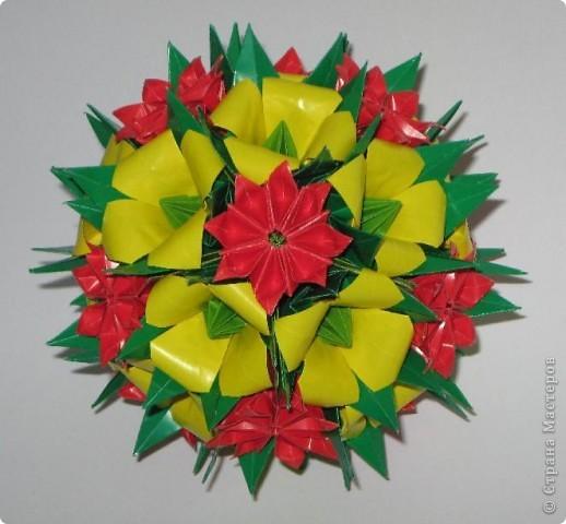 """Здравствуйте!  На дворе уже зима, за окном серая холодная погода, а в душе еще хочется лета. Вот решила сделать такие яркие кусудамки, чтобы напоминали о теплых деньках.  Этот полевой букет состоит из двух видов цветов. Красные цветы - это цветы из кусудамы Spring ball. Видео здесь: http://www.youtube.com/watch?v=hWWDnUWoV4s  Желтые колокольчики делала по МК Амелии: http://stranamasterov.ru/node/53305?c=favorite Тычинки в колокольчиках - это модули, сложенные в базовую форму """"лягушка"""" : http://stranamasterov.ru/node/128388 Все это сидит на основе Каркас, схему сборки вы найдете на сайте Екатерины Лукашевой : http://www.kusudama.me/#/Carcass/Carcass/carc1 фото 1"""