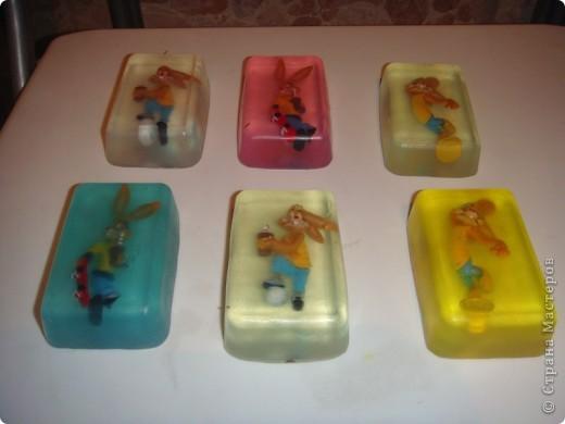 Мыло для детей из основы с игрушками-зайцами Несквиками (символом нового года) фото 1