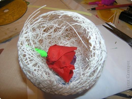 """В доме появились красивые конфеты, а вот материала для декора букета """"кот наплакал"""". Есть только гофрированная бумага и салфетки, нет ни крафт-бумаги, ни скотча, в общем ничего, а букет """"загорелось"""" сделать. И здесь я вспомнила про МК миллиона роз ТП http://stranamasterov.ru/node/48996?tid=451 фото 1"""