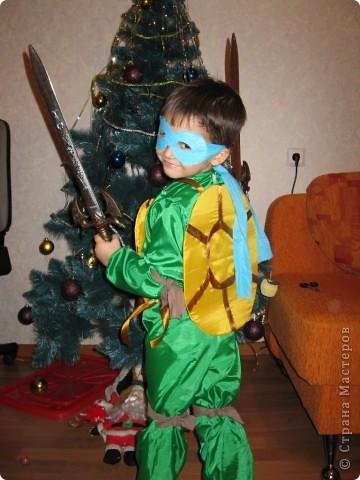Тимоша очень сильно хотел быть на Новом году черепашкой. фото 2
