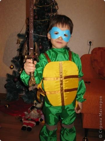 Тимоша очень сильно хотел быть на Новом году черепашкой. фото 1