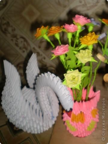 лебедь и ваза с цветами фото 1