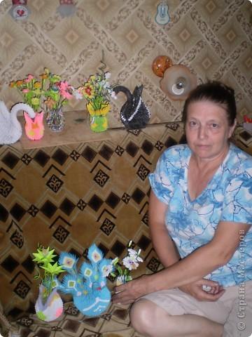 лебедь и ваза с цветами фото 2
