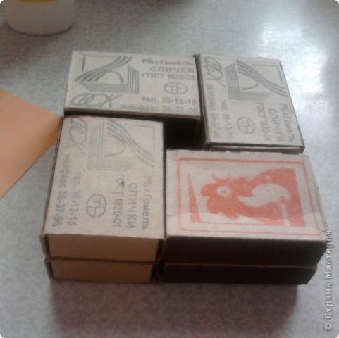 берём 8 пустых спичечных коробков,складываем их как на рисунке фото 1