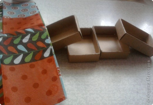 берём 8 пустых спичечных коробков,складываем их как на рисунке фото 7