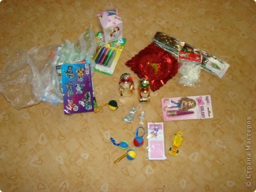 захотелось создать новогоднее настроение для деток, в ботиночки кладутся маленькие подарочки, конфетки фото 3