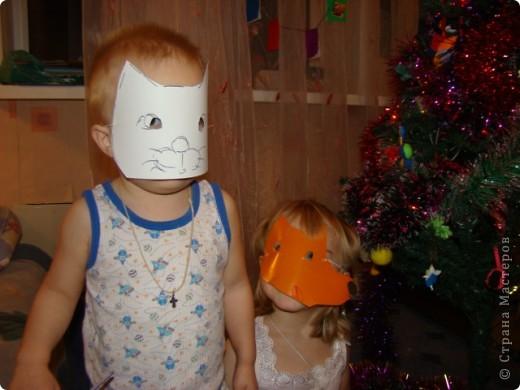 сделали с детками маски по-быстрому, из картона
