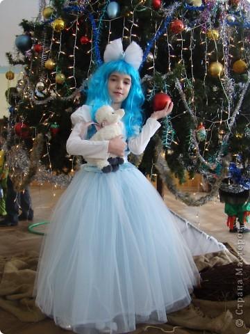 В этом году моя доченька была Мальвиной. Парик и блузочка - покупные, а все остальное шила и делала сама. фото 1
