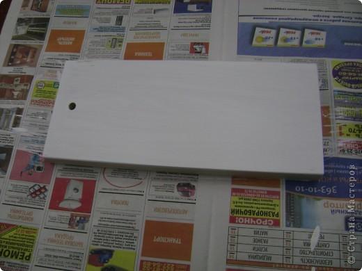 Деревянную заготовку покрываем белой водоэмульсионной краской, в 3 слоя( давая высохнуть каждому слою) фото 1