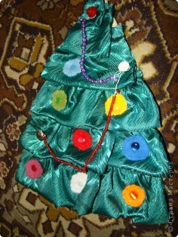 елочка развивающая, шарики и бусы снимаются, можно побирать по цвету фото 1