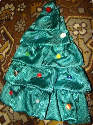 елочка развивающая, шарики и бусы снимаются, можно побирать по цвету фото 2