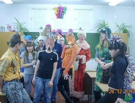Огромное спасибо OLGA15 http://stranamasterov.ru/node/120847 за этих замечательных зайцев! Ими украшен актовый зал нашей школы! Это при обычном свете, а при неоновом вообще шикарно смотрится! фото 2