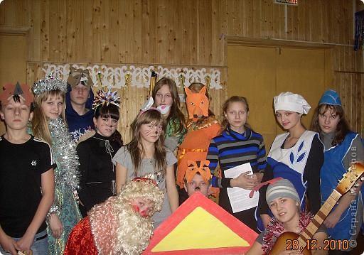 Огромное спасибо OLGA15 http://stranamasterov.ru/node/120847 за этих замечательных зайцев! Ими украшен актовый зал нашей школы! Это при обычном свете, а при неоновом вообще шикарно смотрится! фото 3