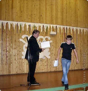 Огромное спасибо OLGA15 http://stranamasterov.ru/node/120847 за этих замечательных зайцев! Ими украшен актовый зал нашей школы! Это при обычном свете, а при неоновом вообще шикарно смотрится! фото 7