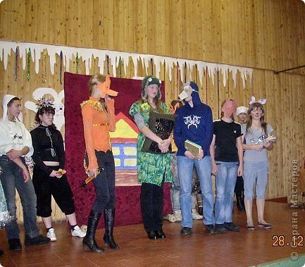 Огромное спасибо OLGA15 http://stranamasterov.ru/node/120847 за этих замечательных зайцев! Ими украшен актовый зал нашей школы! Это при обычном свете, а при неоновом вообще шикарно смотрится! фото 10