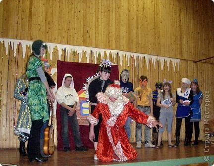 Огромное спасибо OLGA15 http://stranamasterov.ru/node/120847 за этих замечательных зайцев! Ими украшен актовый зал нашей школы! Это при обычном свете, а при неоновом вообще шикарно смотрится! фото 11