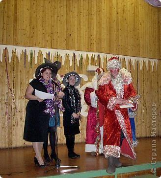 Огромное спасибо OLGA15 http://stranamasterov.ru/node/120847 за этих замечательных зайцев! Ими украшен актовый зал нашей школы! Это при обычном свете, а при неоновом вообще шикарно смотрится! фото 14