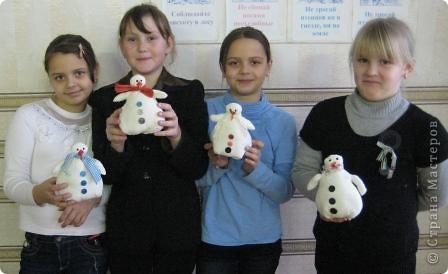 Сегодня на занятии, маленькие шили снеговиков... фото 1