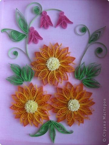 Накопились у меня цветочки и я сделала из них несколько композиций.Решила показать их Вам, пока они без рамок - фотографии без стекла получаются лучше. фото 1