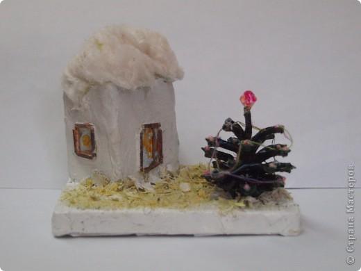 Коробочка из под крема, опилки, вата, спички, шишка и... композиция готова. фото 2