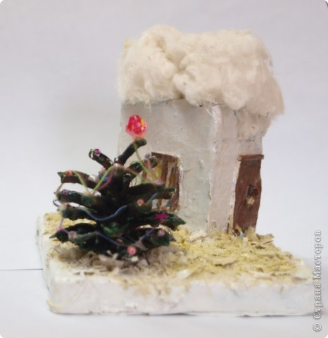 Коробочка из под крема, опилки, вата, спички, шишка и... композиция готова. фото 1
