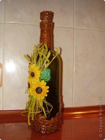 вот такая бутылочка для вина у меня получилась, цветы слеплены из солёного теста фото 1