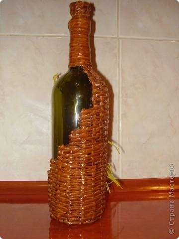 вот такая бутылочка для вина у меня получилась, цветы слеплены из солёного теста фото 2