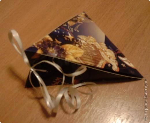 Вот такие коробочки я сделала для мини подарков, а может и нет. Можно увеличить или уменьшить коробочку в зависимости от размера шаблона. Коробочку эту я нашла где-то на просторах Инета, но не могу вспомнить где. По пямяти я восстановила шаблон (см. ниже) Может кому пригодится  фото 7