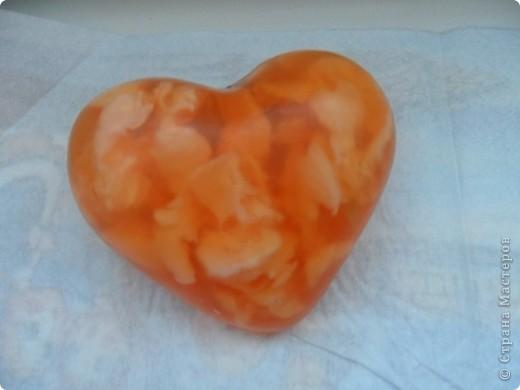 Мыло из мыльной  основы, прозрачной с добавлением белых кусочков.Запах апельсин + масло апельсина! фото 1