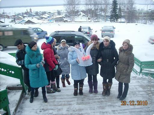 Сегодня, в последний день второй четверти мы с моими девятиклассницами развозили подарки... фото 22