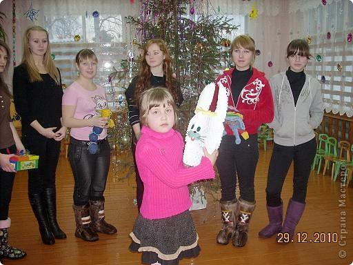 Сегодня, в последний день второй четверти мы с моими девятиклассницами развозили подарки... фото 33