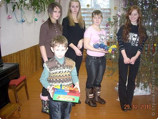 Сегодня, в последний день второй четверти мы с моими девятиклассницами развозили подарки... фото 34