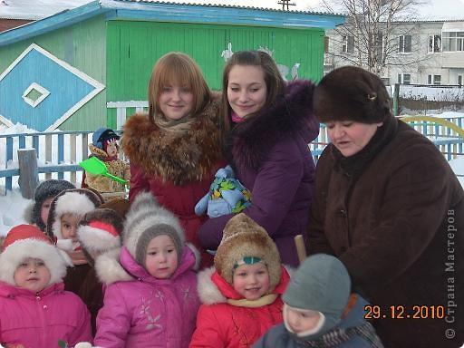 Сегодня, в последний день второй четверти мы с моими девятиклассницами развозили подарки... фото 40