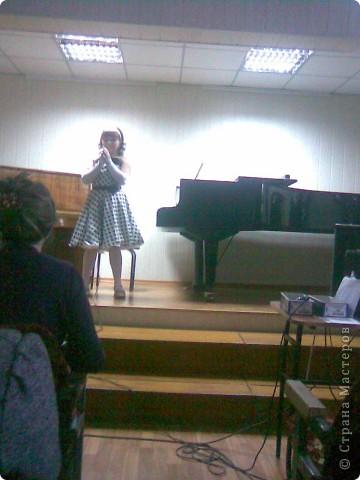 Платье сшито для выступления в академ.концерте муз.школы. Юличка у нас поет! фото 5