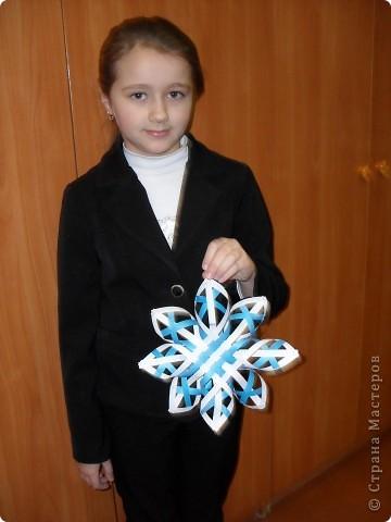 Вот такую снежинку сделала Катюша для украшения зала к новогоднему празднику. фото 2