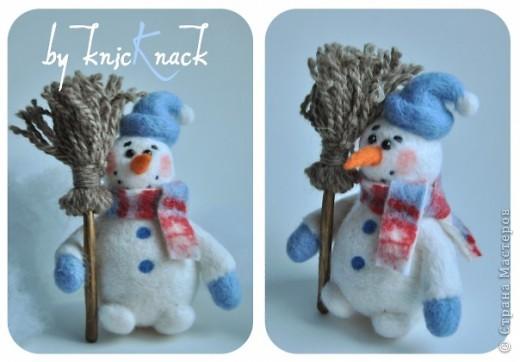 снеговик с метлой сделан на заказ  материал - шерсть, пластика, пастель высота - 12 см фото 1