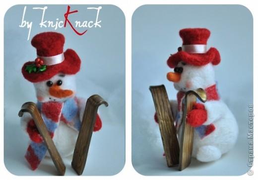 снеговик с метлой сделан на заказ  материал - шерсть, пластика, пастель высота - 12 см фото 3