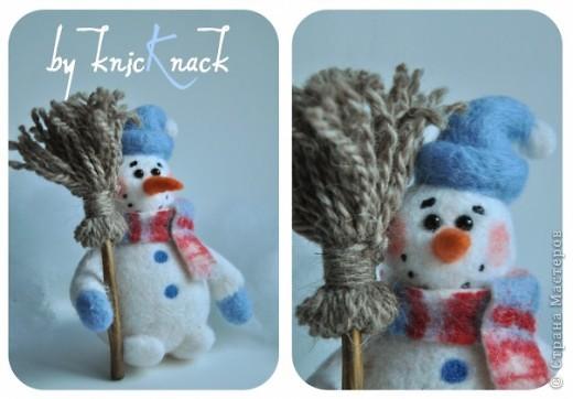 снеговик с метлой сделан на заказ  материал - шерсть, пластика, пастель высота - 12 см фото 2