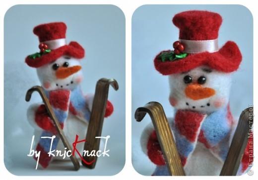 снеговик с метлой сделан на заказ  материал - шерсть, пластика, пастель высота - 12 см фото 5