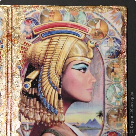 Синтетическая обложка для паспорта, декорированная в технике декупаж ,с покрытием хлопьями потали. фото 2
