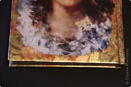 Синтетическая обложка для паспорта, декорированная в технике декупаж ,с покрытием хлопьями потали. фото 6