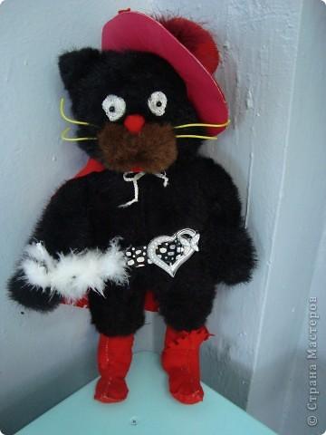 """Учащиеся 2""""Б"""" подготовились к Новому году. Мелёшина Ира - чудный кот в сапогах и в шляпе. фото 1"""