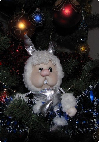Живет в башмаке Деда Мороза, потому как маленький и пугливый фото 2