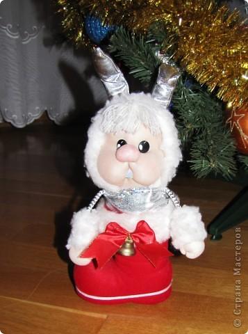 Живет в башмаке Деда Мороза, потому как маленький и пугливый фото 1