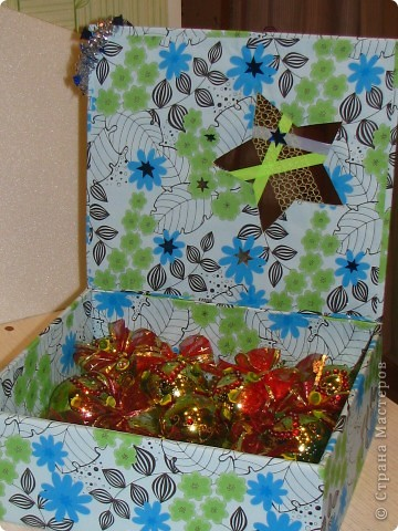 Покажу вам, как я сделала вот такую коробку для новогодних шариков. Надеюсь мой МК кому-нибудь пригодится фото 1